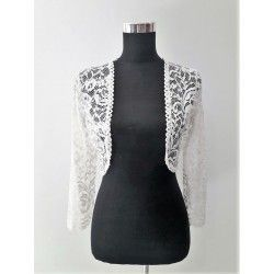 Elegant and combinable bullfighter with lace in white
